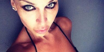 Actriz transgénero se desnuda y posa para
