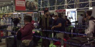 Molestia en aeropuerto de Santiago: hay retrasos de hasta 13 horas en vuelos a Colombia