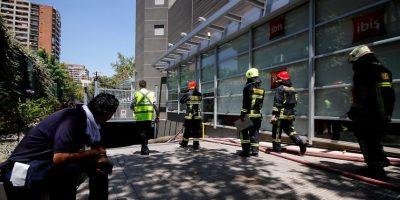Providencia: incendio en hotel deja a un intoxicado por humo y cien evacuados