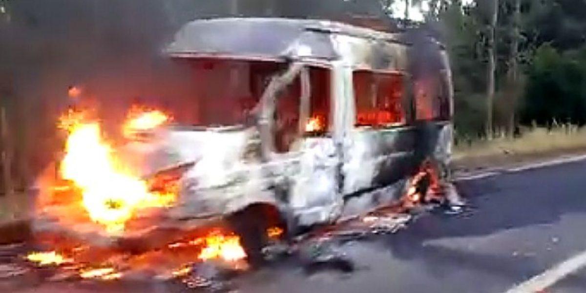 Tirúa: Gobierno se anuncia querella por ataque incendiario a minibuses