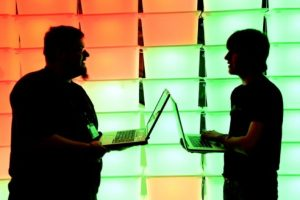 Hackers pueden saber hasta el lugar donde viven y trabajan. Foto:Getty Images. Imagen Por: