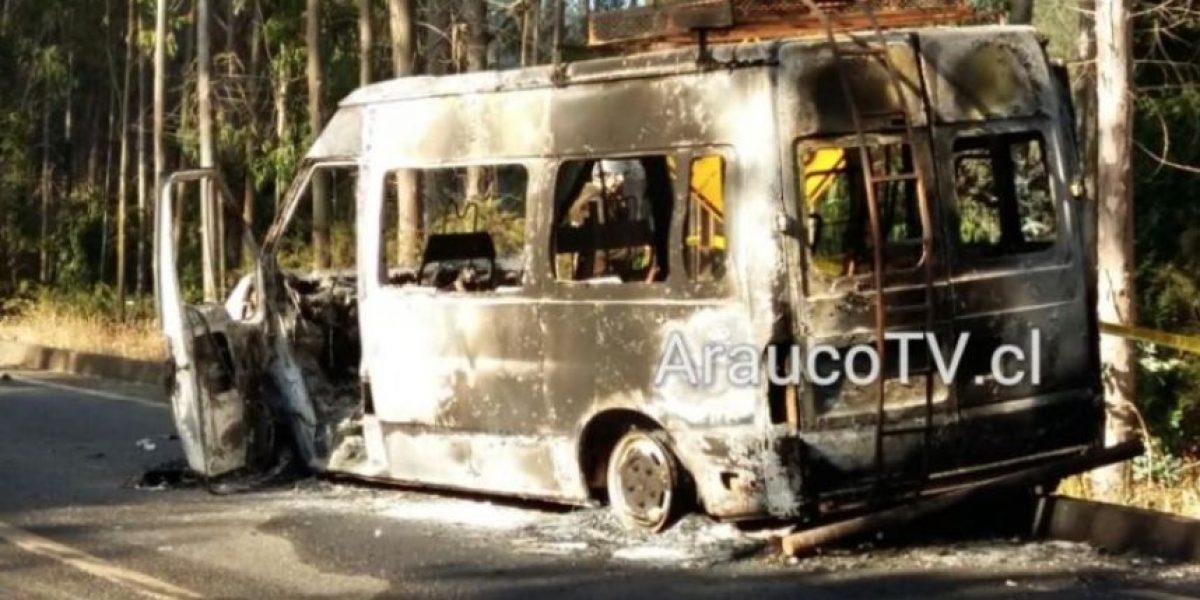 Tirúa: encapuchados queman dos minibuses con trabajadores en su interior