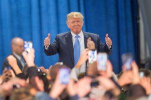 El 16 de junio de 2015, anunció su precandidatura para las elecciones. Foto:Getty Images. Imagen Por: