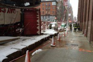 El Departamento de Bomberos continúa en la escena. Foto:Vía twitter.com/FDNY. Imagen Por: