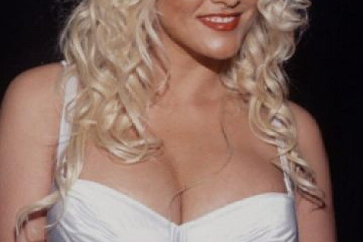 Anna Nicole Smith murió ahogada con su propio vómito luego de una sobredosis de tranquilizantes. Foto:vía Getty Images. Imagen Por: