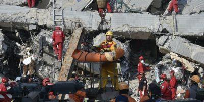 Taiwán: carrera contrarreloj para salvar a 120 personas enterradas tras sismo