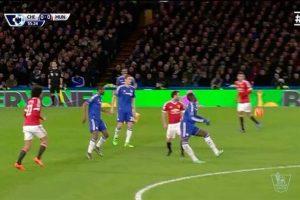 Esta escalofriante lesión en la Premier League conmocionó las redes sociales. Foto:Vía twitter.com. Imagen Por: