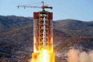 La televisión norcoreana emitió imágenes del despegue Foto:AFP / KCNA via KNS. Imagen Por: