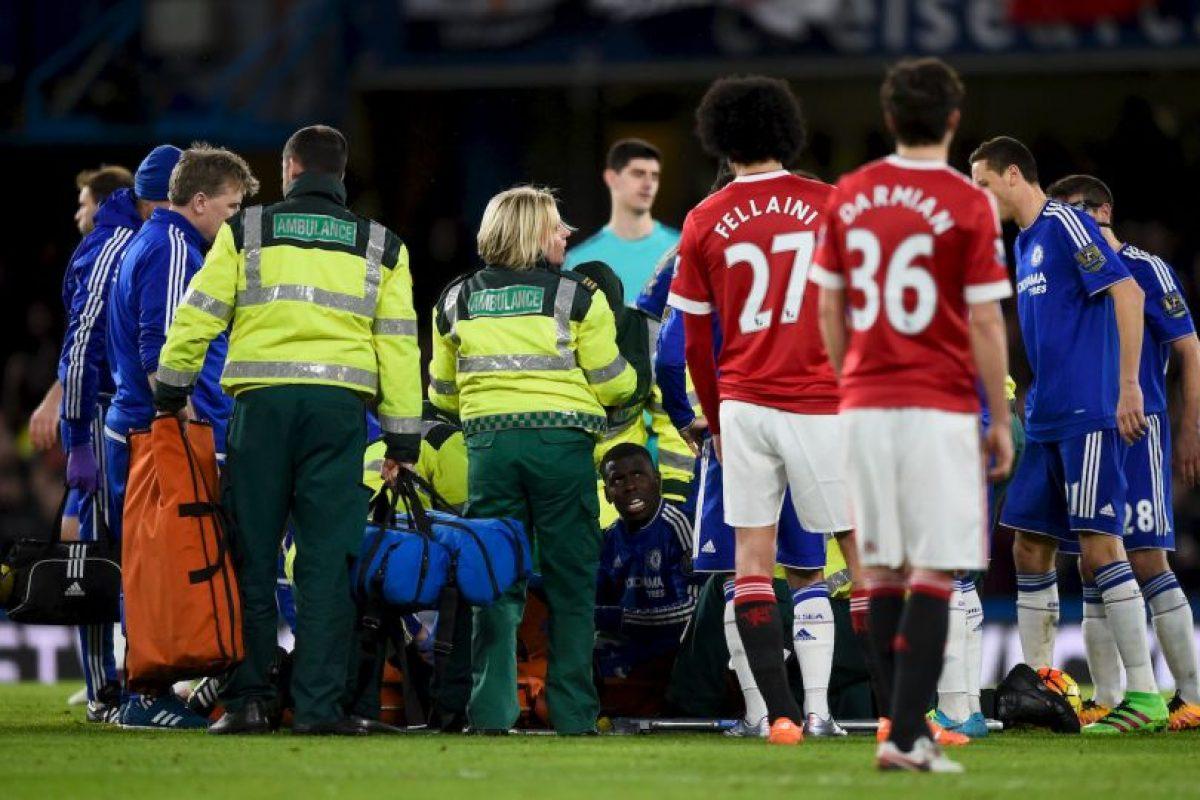 Kurt Zouma, defensa del Chelsea, se lastimó la rodilla en duelo ante Manchester United. Foto:Getty Images. Imagen Por: