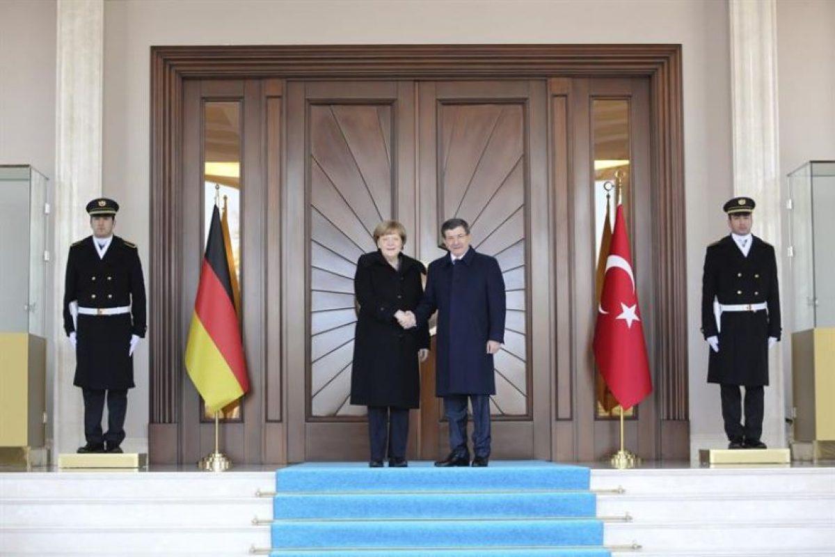 Angela Merjel, en su visita a Ankara. Foto:Efe. Imagen Por: