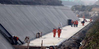 Colina: Onemi recomienda no bañarse en estero y suspender el riego por rotura de relave minero