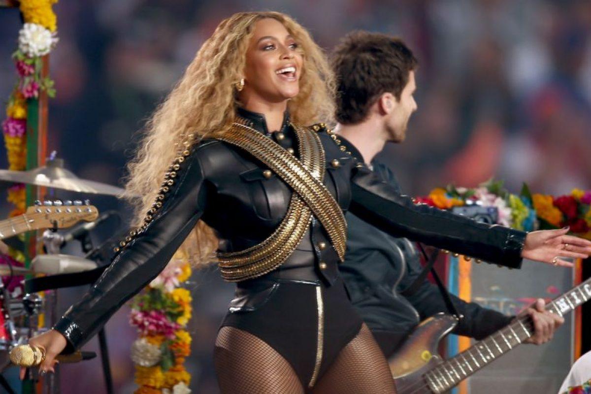 Su atuendo fue lo que más llamó la atención durante el show. Foto:Getty Images. Imagen Por: