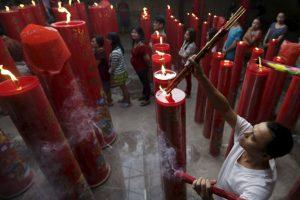 Muchas familias se unen ofreciendo cenas en la víspera del Año Nuevo. Foto:AP. Imagen Por: