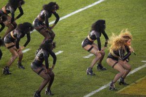 Así apareció Beyoncé el show de medio tiempo del Super Bowl 50. Foto:Getty Images. Imagen Por: