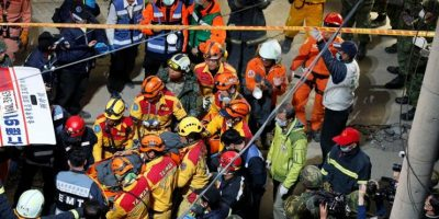 Taiwán: rescatan con vida a bebé de 6 meses y otras 4 personas tras ser aplastados por edificio