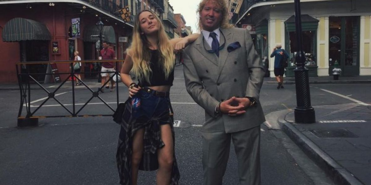 Así hija de Leonardo Farkas respondió a críticas por el largo de su falda