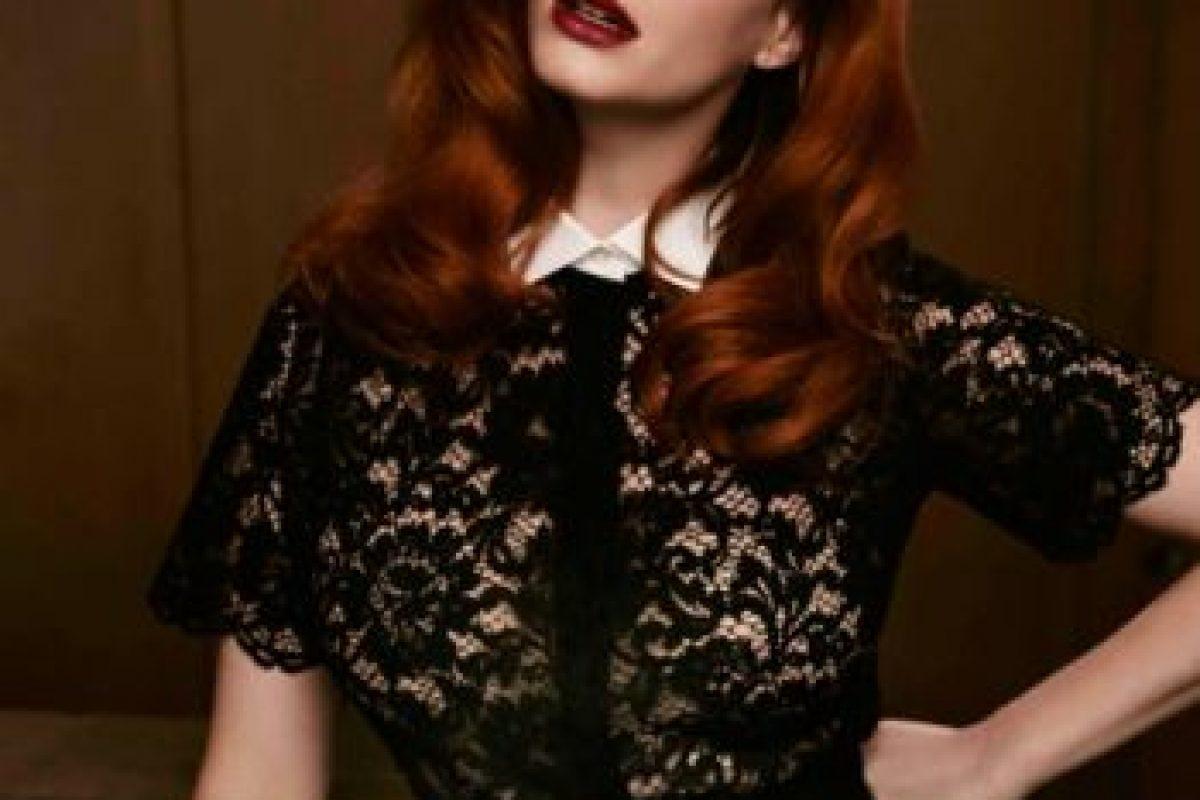 Christina es una de las pocas famosas con curvas que ha logrado aparecer en revistas de moda. Foto:vía The Edit