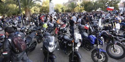 Motociclistas se toman Plaza Italia en protesta a restricción