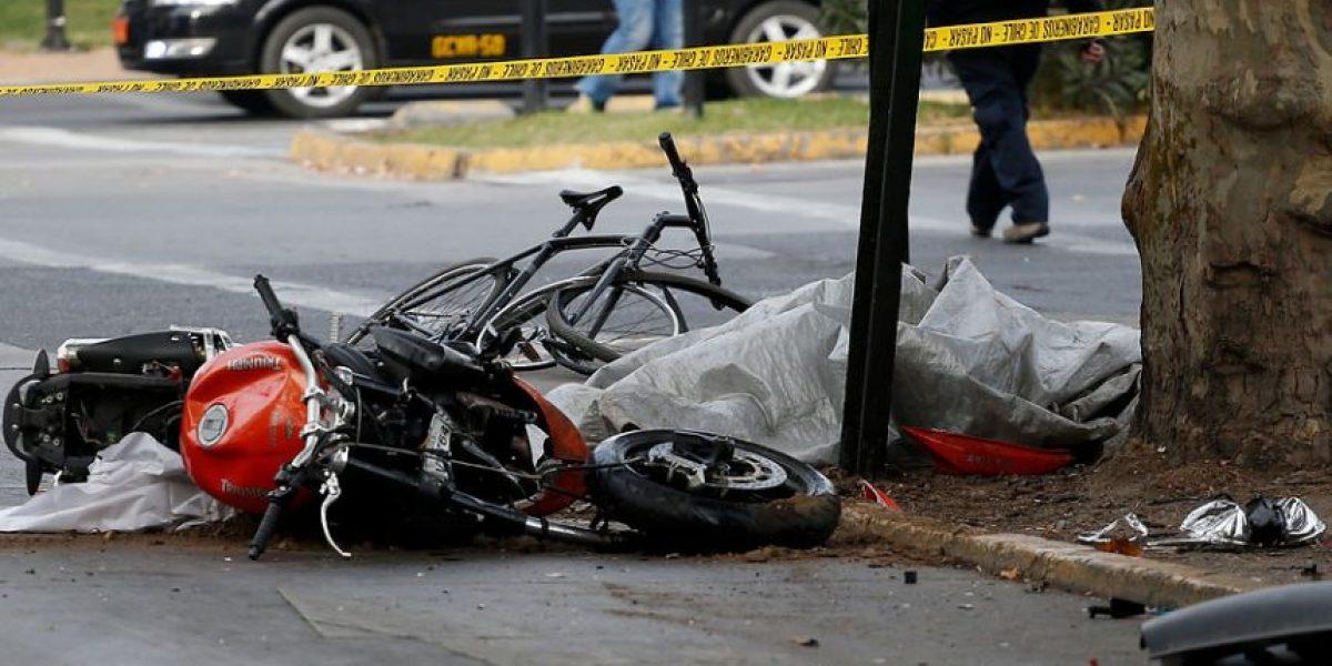 Choque entre camioneta y moto interrumpió tránsito por la Alameda