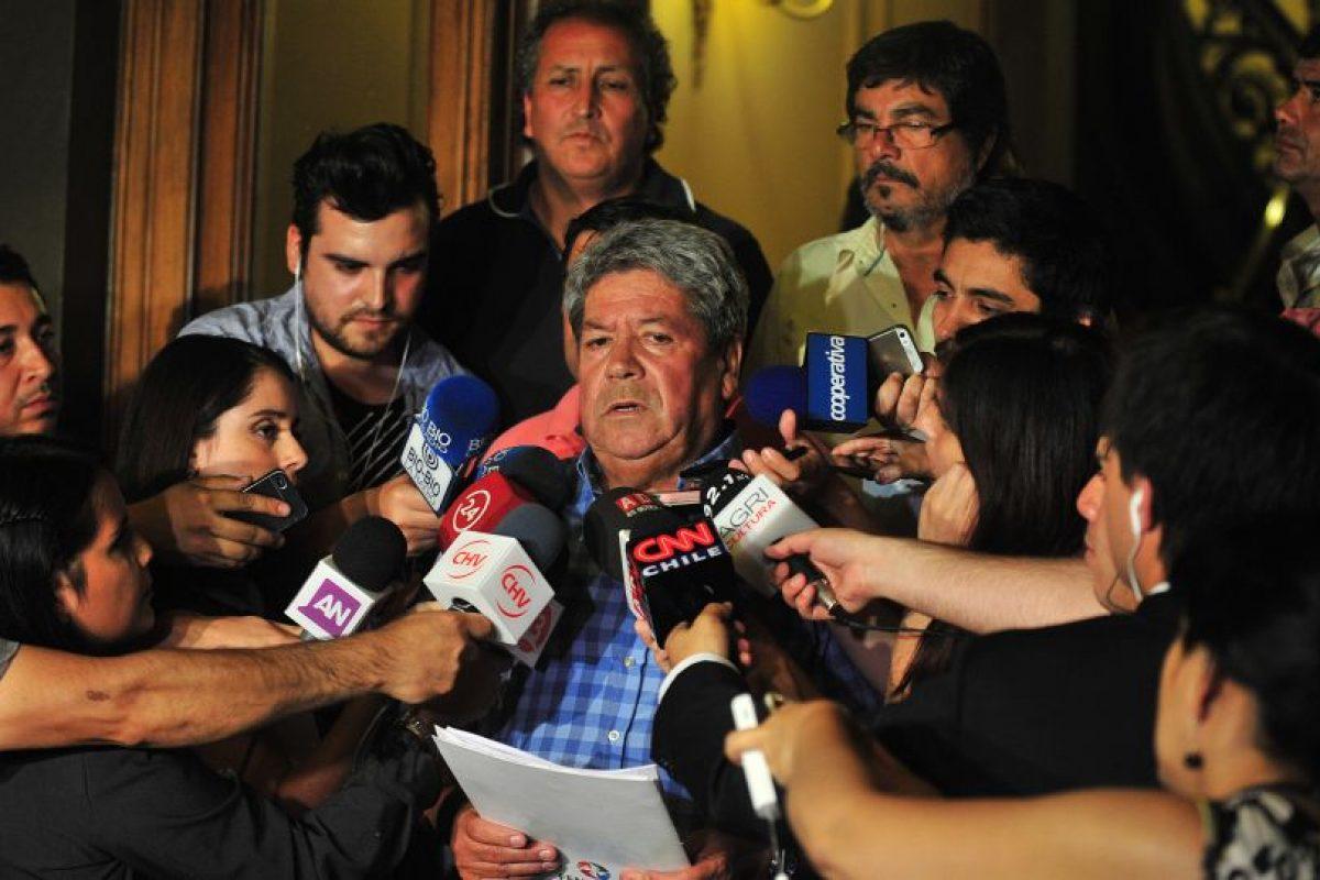 Representantes de los trabajadores recolectores tras la reunión en la intendencia. Foto:ATON Chile