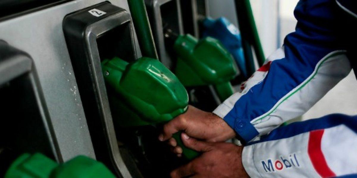 Bencinas bajan este jueves otros $5,4 por litro