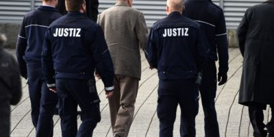 Alemania sienta en el banquillo a un antiguo guardián de Auschwitz