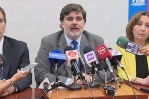 El ministro (s) de salud, Jaime Burrows. Foto:Reproducción / T13. Imagen Por: