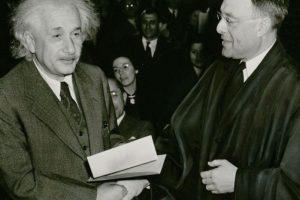 5. Su primer encuentro con la ciencia- El objeto que despertó la curiosidad científica del genio fue una brújula. Su padre se la regaló a los cinco años cuando Einstein se enfermó y permaneció unos días en la casa. Foto:Vía Wikimedia Commons. Imagen Por: