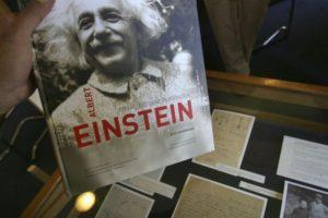 2. Luego, por su carrera científica, le fueron otorgadas múltiples nacionalidades, como la de Estados Unidos, Suiza, Australia y Alemania. Foto:Getty Images. Imagen Por: