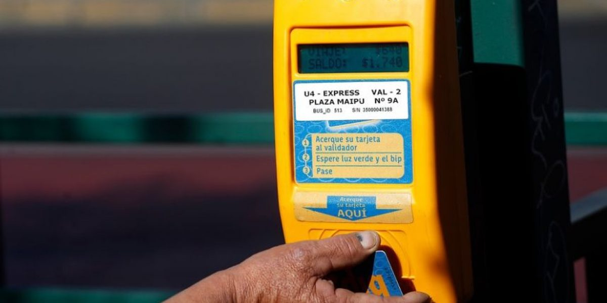 Autoridades se abren a una tarifa rebajada para adultos mayores en Transantiago