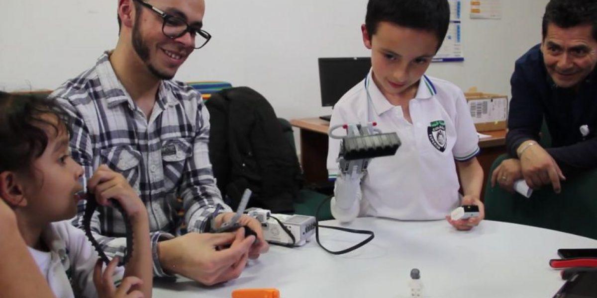Prótesis de brazo con piezas de Lego gana premio de innovación