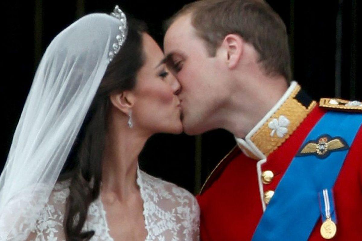 El día sirve para que las parejas de enamorados expresen su amor y cariño mutuo. Foto:Getty Images. Imagen Por: