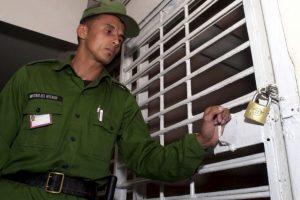 En la mayoría de países quien ordena el encarcelamiento de una persona es un juez. Foto:Getty Images. Imagen Por: