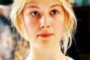 """Rosamund Pike era """"Jane Bennet"""", la más bella y noble de las hermanas. Foto:vía StudioCanal. Imagen Por:"""