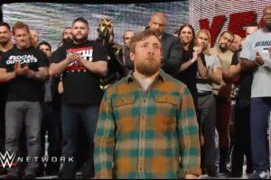 El incidente se dio en la despedida de Daniel Bryan Foto:WWE. Imagen Por: