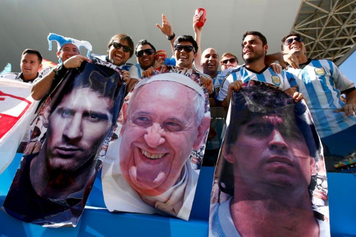 Fue una figura en las gradas durante el Mundial Brasil 2014, junto a Messi y Maradona. Foto:Getty Images. Imagen Por: