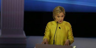 Clinton acusa a Sanders de hacer promesas irrealizables
