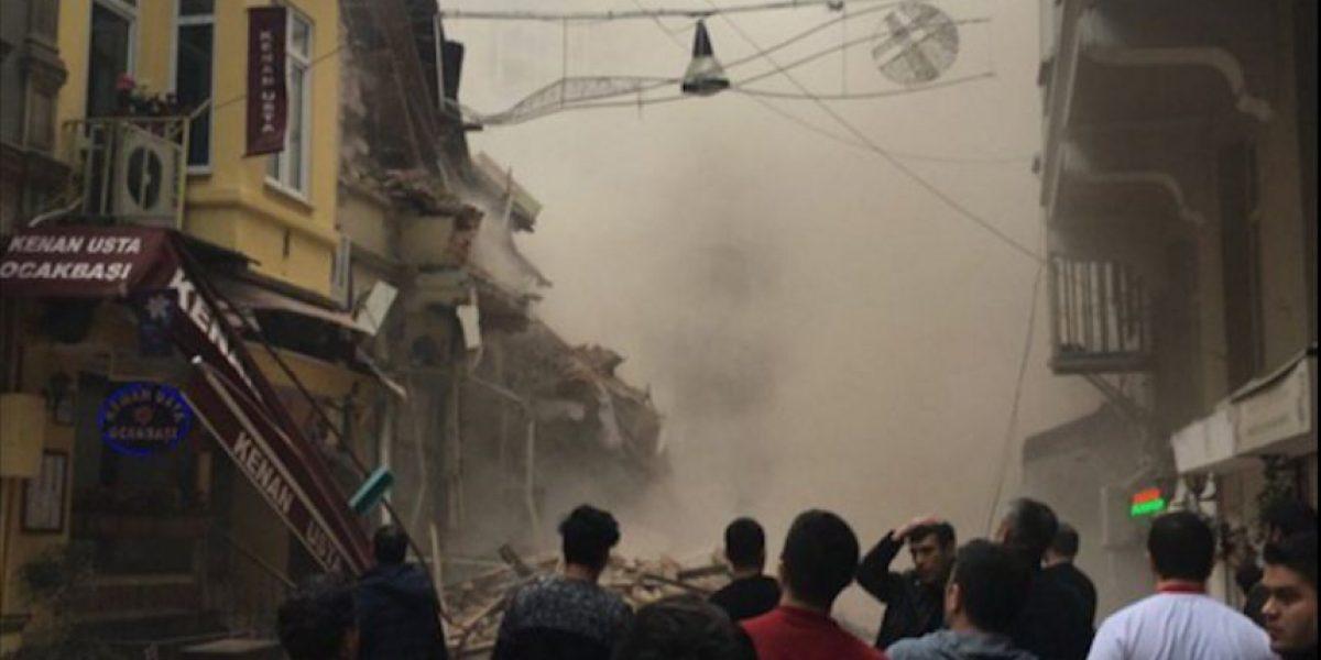 Estambul: edificio de cinco pisos se derrumba y deja decenas de personas atrapadas