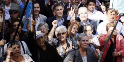 """Convocan a """"marcha de los abuelitos"""" para pedir rebajas en el transporte público"""