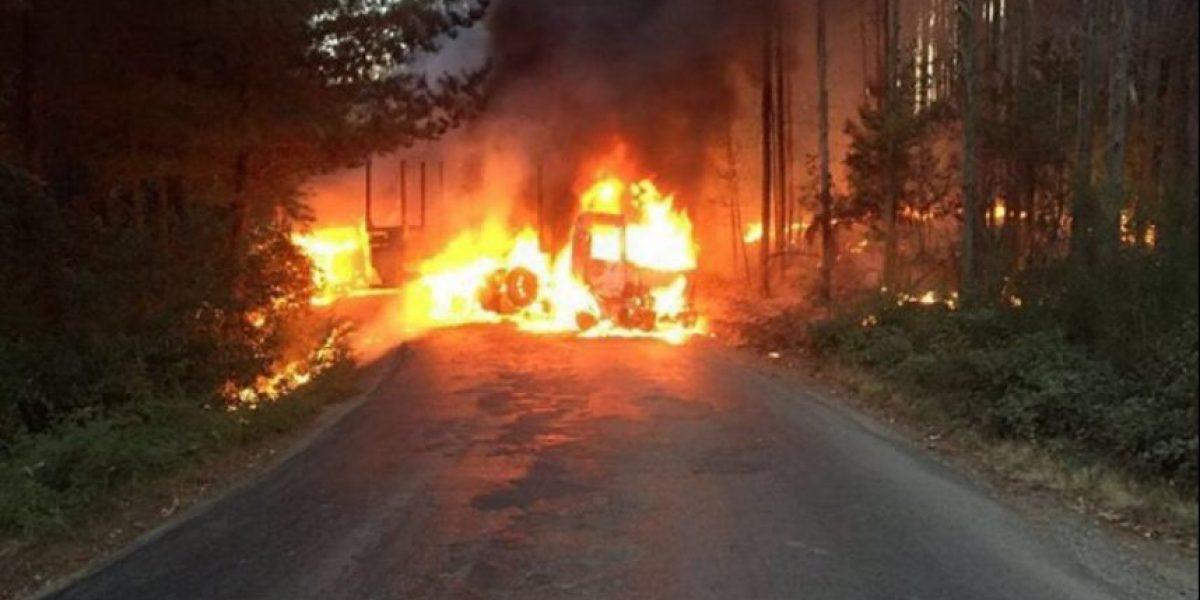 Intendente de la Araucanía interpuso querella por quema de dos camiones en Lumaco