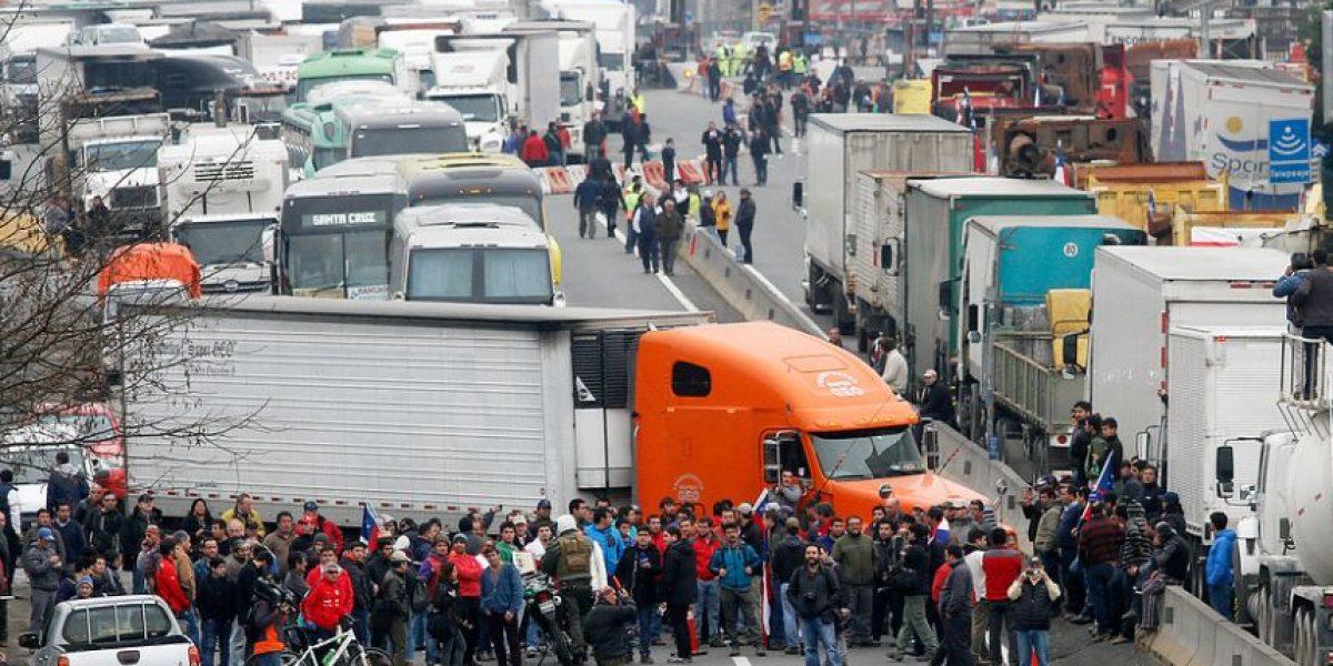 Camioneros confirman movilización para este lunes tras negociación fallida con el Gobierno