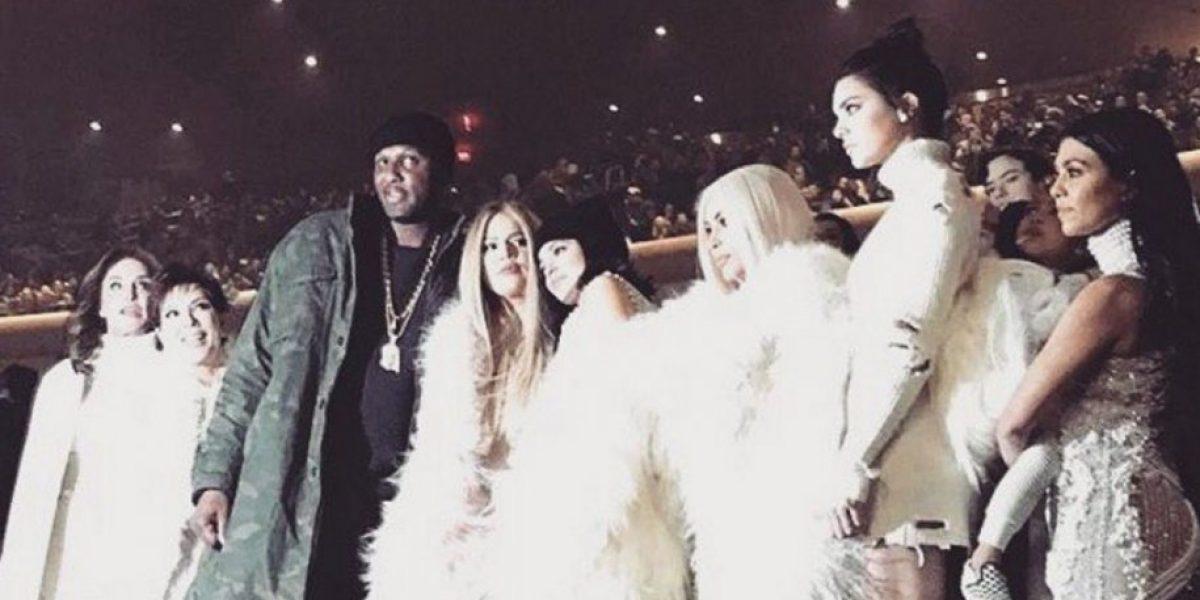 Kim Kardashian rubia y todo su clan apoyaron a Kanye West en su desfile