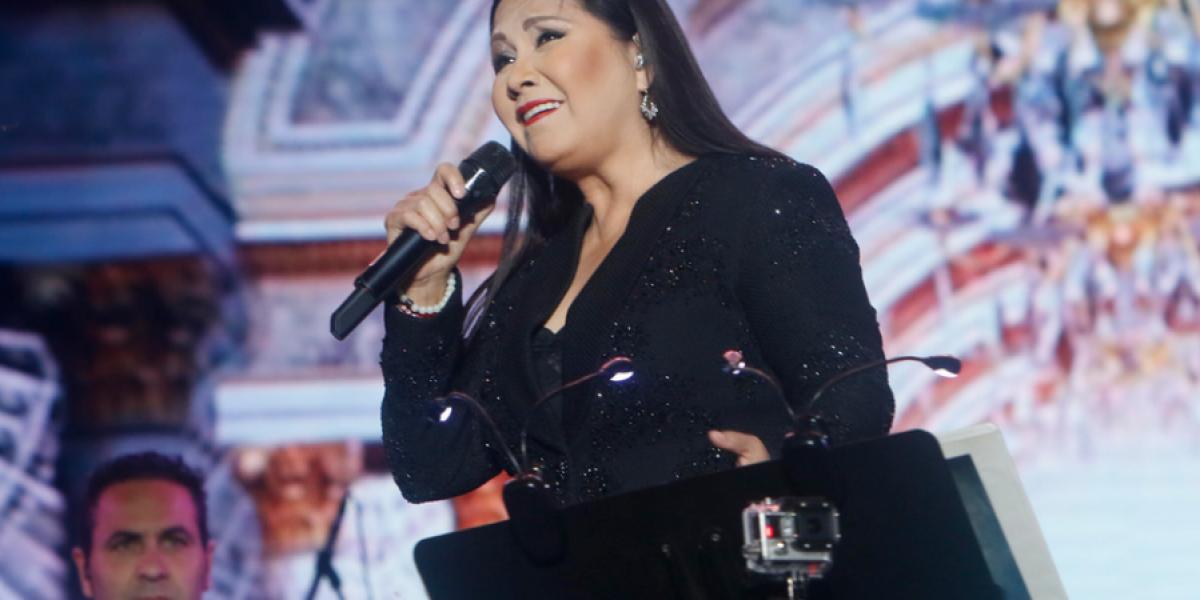 Ana Gabriel hizo cantar a más de 100 mil personas en Talca