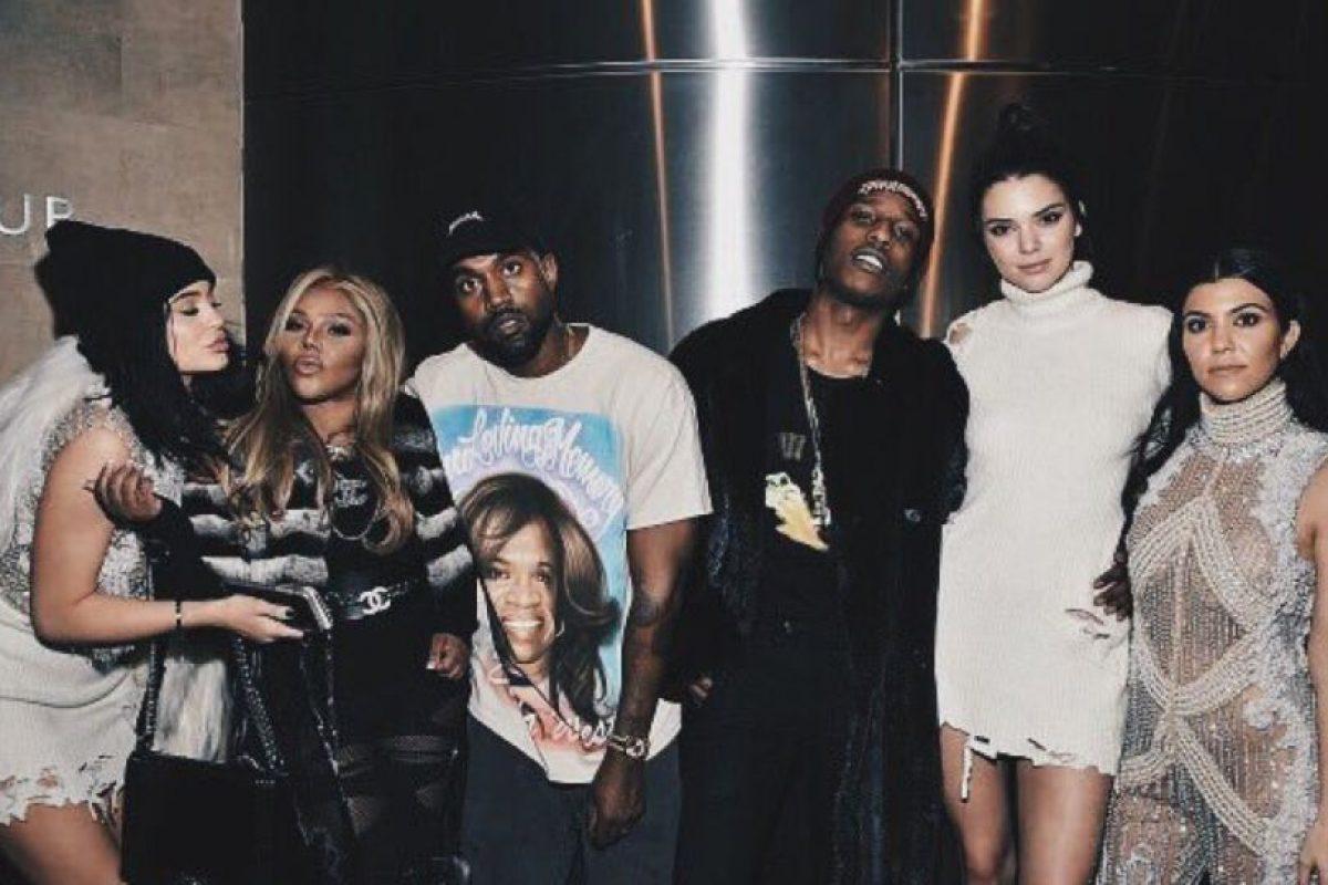 """Kanye West reclutó a montones de celebridades para """"Yeezy"""" 3 y para presentar su álbum """"My Name is Pablo"""". Foto:vía Twitter. Imagen Por:"""