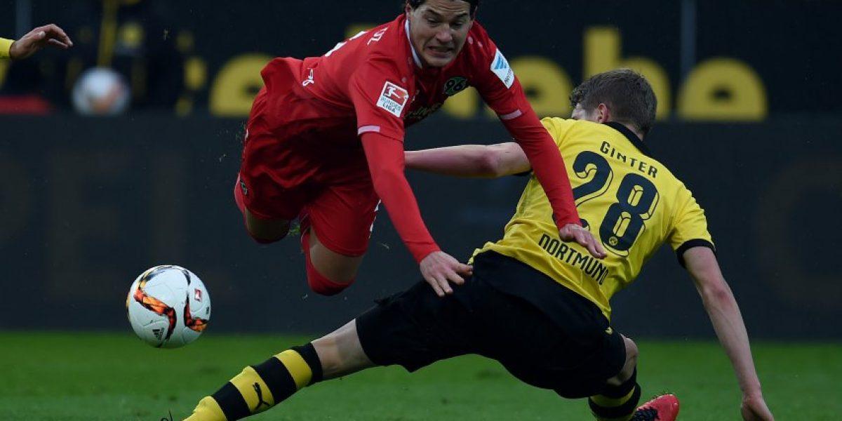 Condenados a sufrir: Eduardo Vargas y Miiko Albornoz siguen en el fondo de la Bundesliga