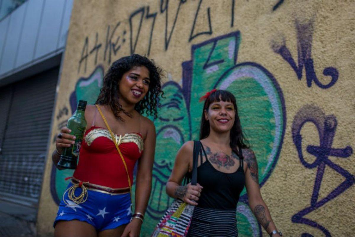 A pesar de las alertas que emitió el gobierno brasileño sobre el virus Zika, la población no hizo a un lado la idea de disfrutar al ritmo de la samba. Foto:Getty Images