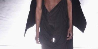 Famosa mostró prenda íntima en la fiesta previa de los Grammy