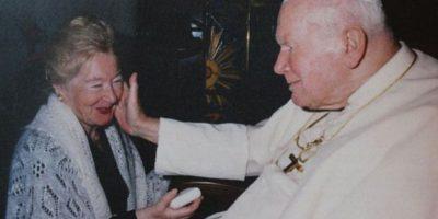 ¿La cara oculta de Juan Pablo II?: Cientos de cartas revelan su