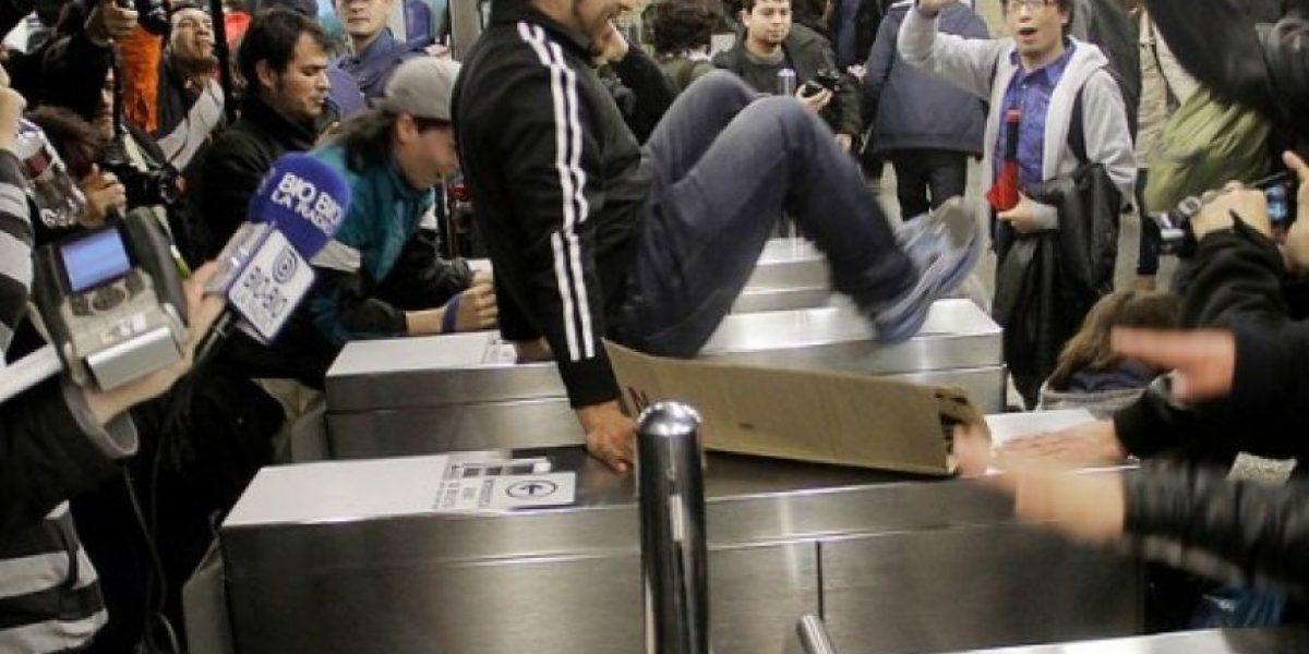 Alza en tarifa de metro: usuarios   llaman a evasión masiva para este lunes