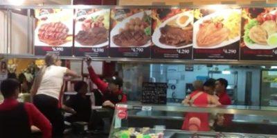 Agresiva pelea entre una familia y trabajadores de un local de comida rápida